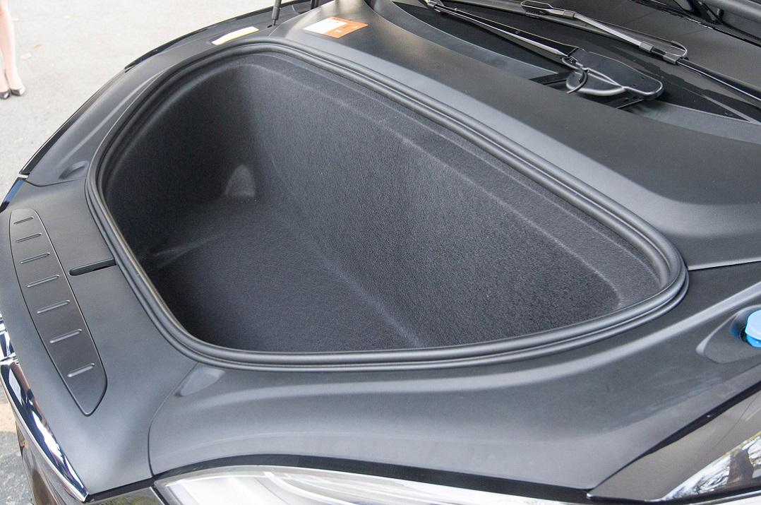 tesla model x predný kufor - batožinový priestor