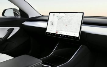 tesla elektromobily bez volantu