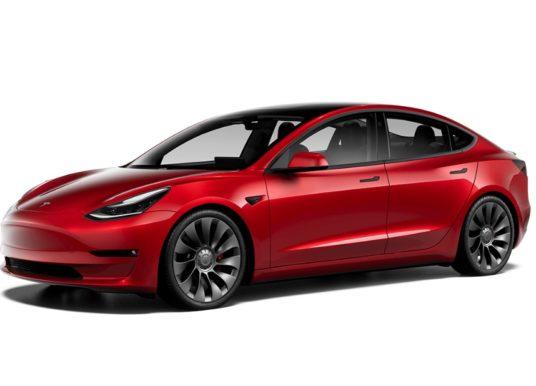 Vynovená Tesla Model 3 je realitou: Lepší dojazd, výkon, výbava a mierny redizajn
